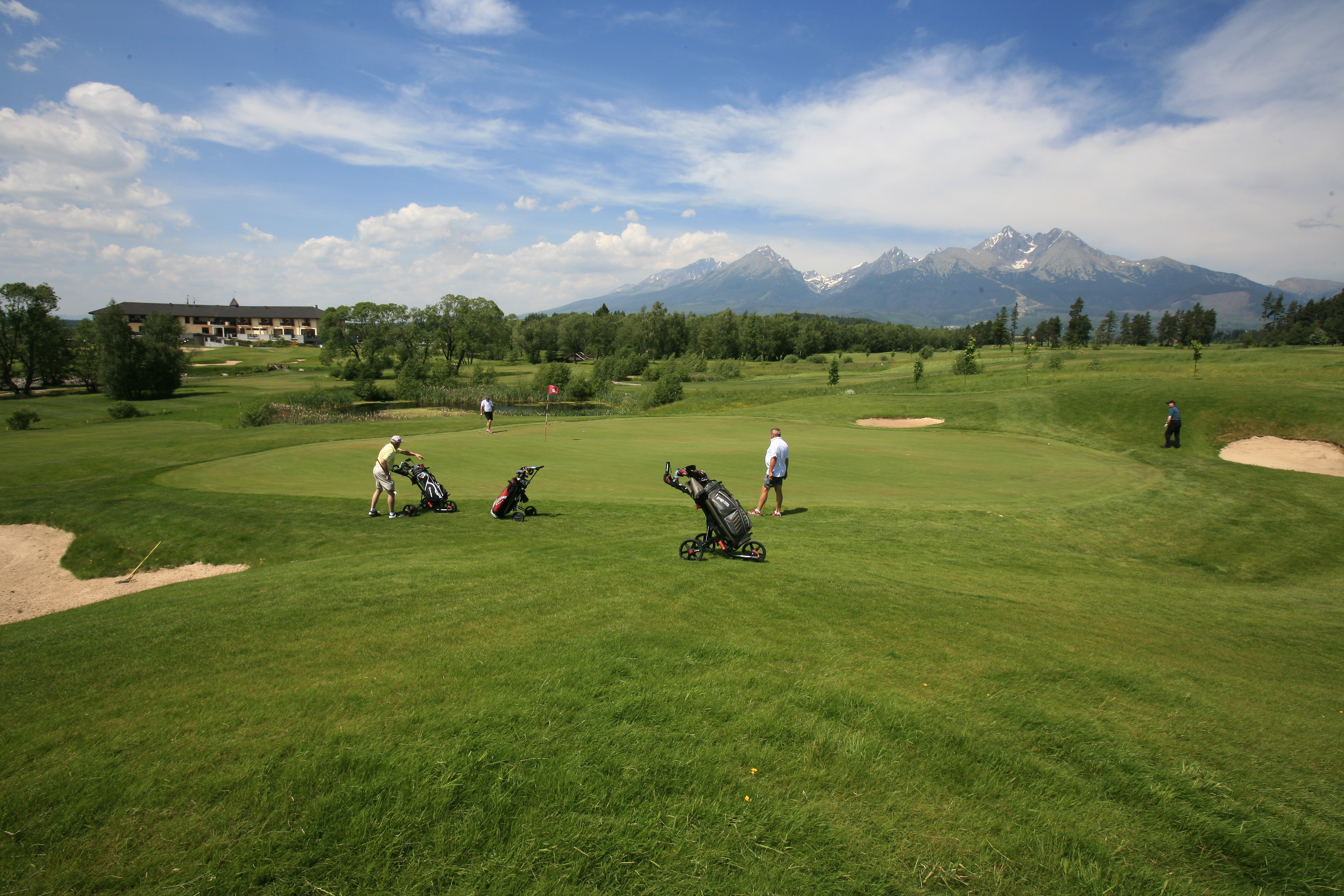 Golf ihrisko A 6 s hracmi