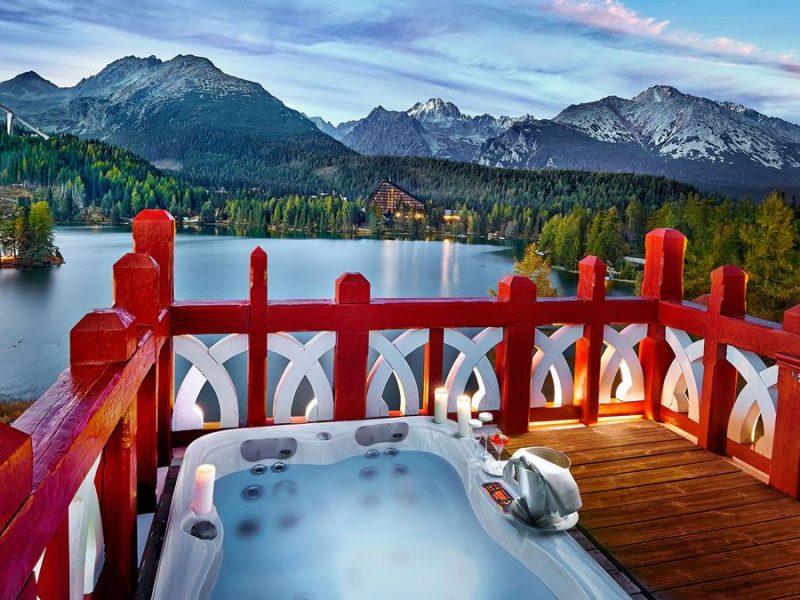 honeymoonn-suite-rooftop-whirlpool