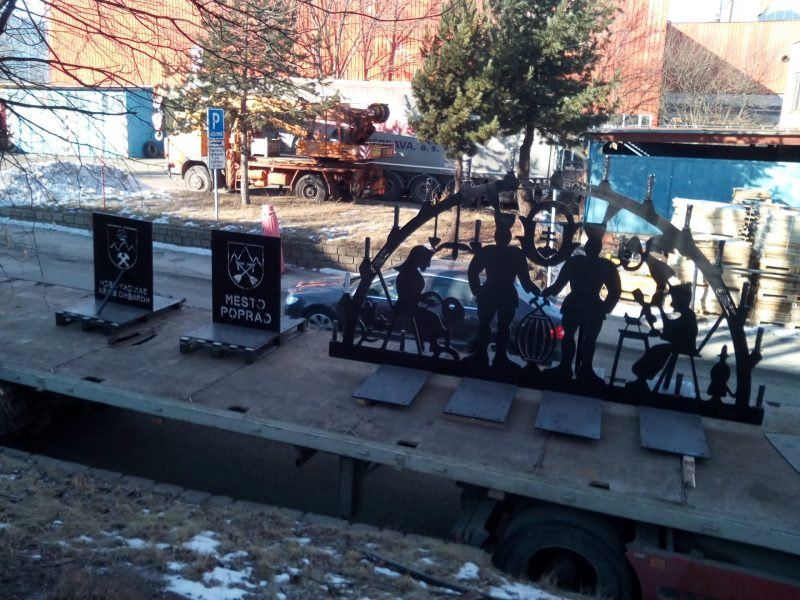 Banská brána-svietnik na valníku nákladného auta