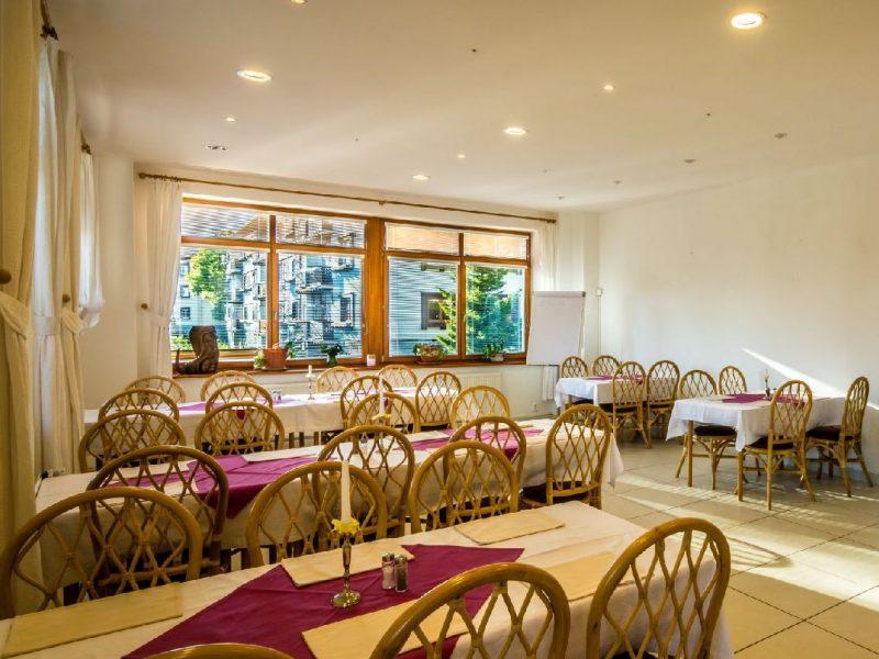 hotel-villa-siesta-restauracia