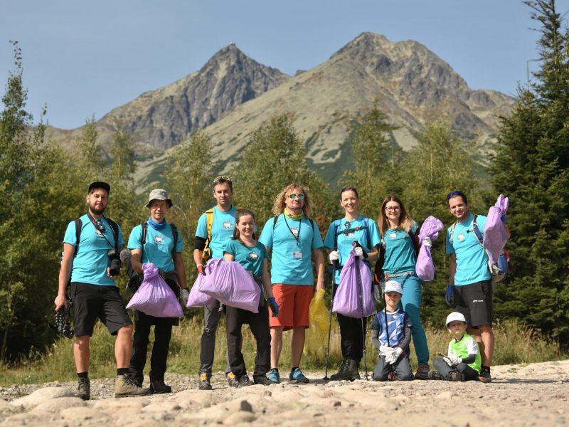 Iniciatíva #niesomprasa podporila v Tatrách Svetový čistiaci deň.