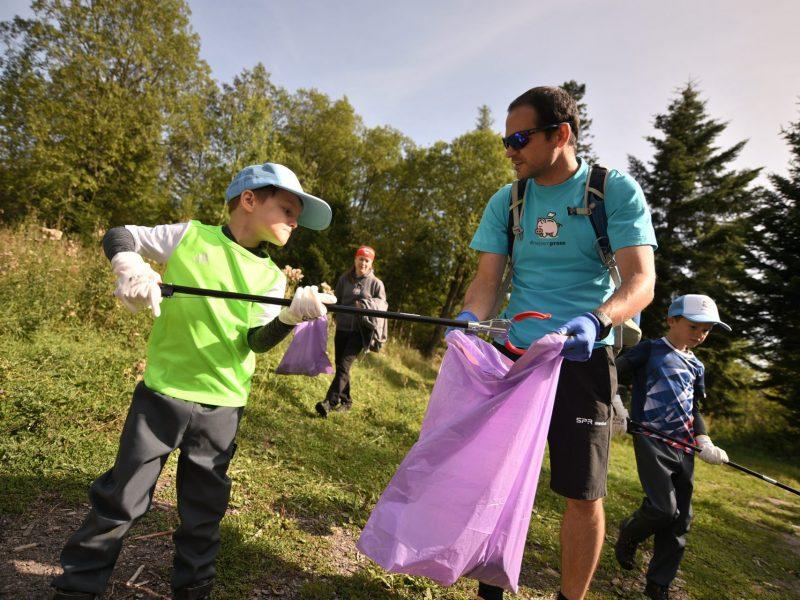 Iniciatíva #niesomprasa vyzýva malých aj dospelých, aby v prírode nezanechávali odpad
